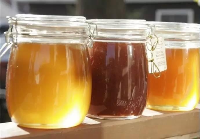 蜂蜜放久了有酒味是什么原因,还能喝不?