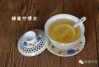 自制柠檬蜂蜜水,消除辐射斑点