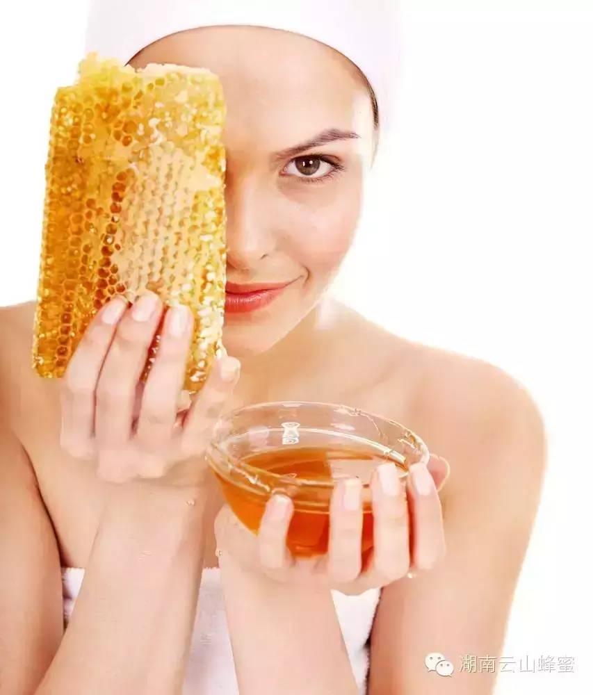 蜂蜜洗脸有什么好处 用蜂蜜洗脸更年轻