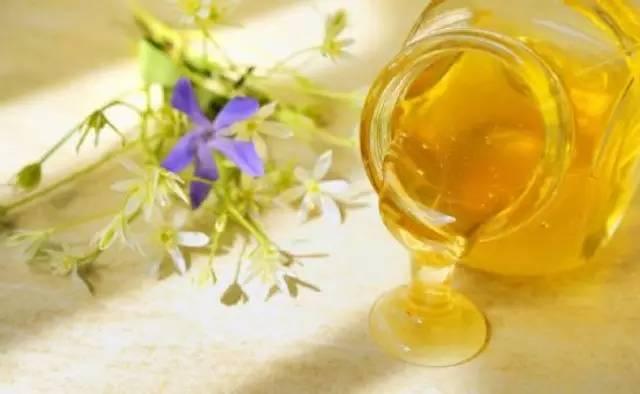 蜂蜜水什么时候喝好 喝蜂蜜水会胖吗 真蜂蜜一斤多少钱 蜂蜜检测仪 牛奶加蜂蜜