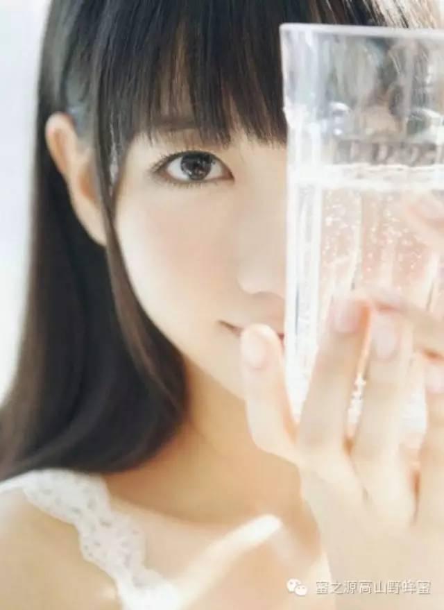 白开水、淡盐水、蜂蜜水、柠檬水、果汁、牛奶,清晨第一杯你喝对了吗?