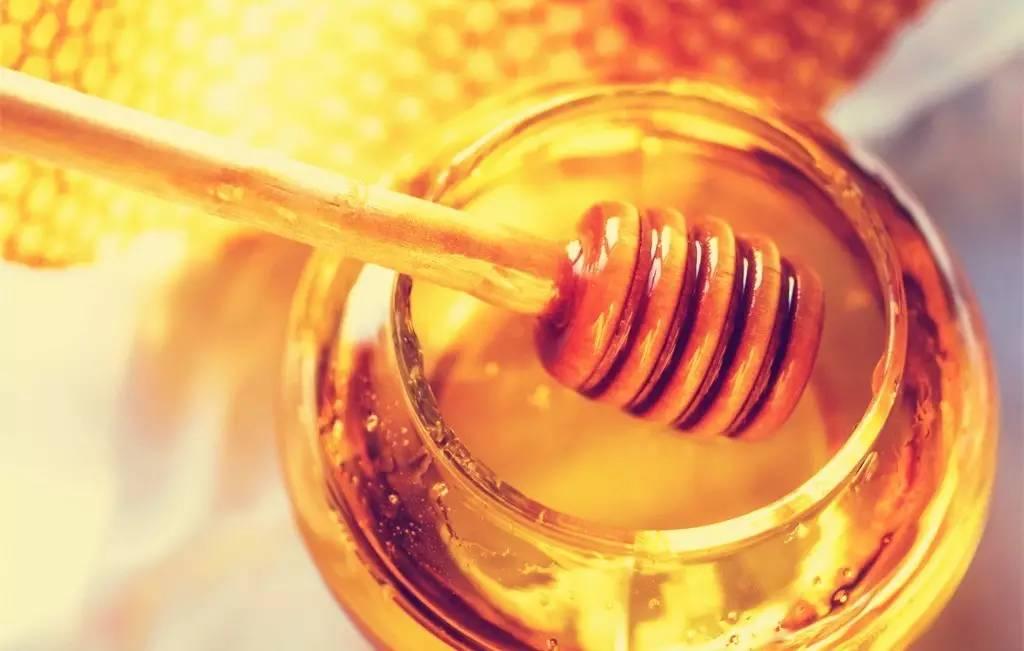 蜂蜜面膜怎么做 蜂蜜面膜功效 蜂蜜哪里有卖 幼虫病 蜂王浆的好处