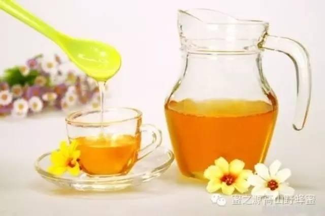 蜂蜜鉴别 什么样的蜂蜜最好 manuka蜂蜜 用蜂蜜怎么洗脸 蜜蜂