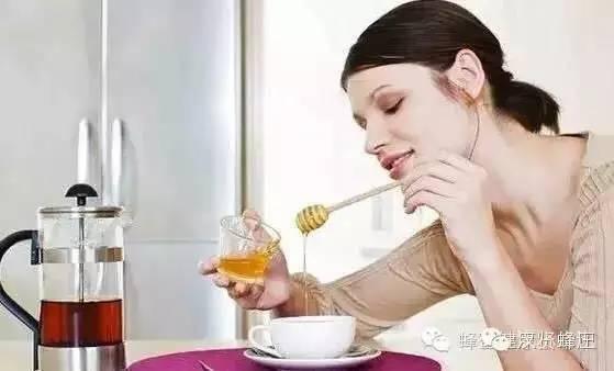 女人,运动后来一杯蜂蜜水最好