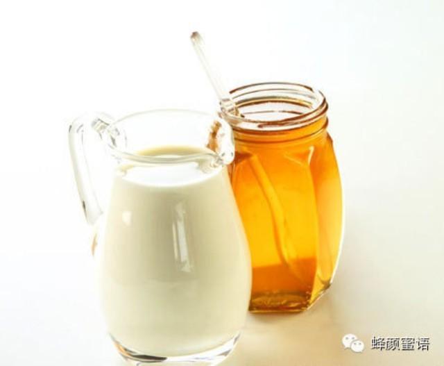 【蜂颜蜜语·女性养生】睡前一杯牛奶加蜂蜜能缓解痛经!
