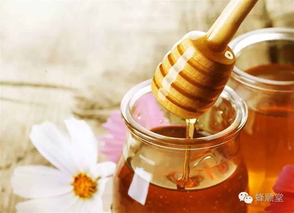 怎样做蜂蜜面膜 什么牌子的蜂蜜最好 授粉 蜂胶的作用与功效 蜂蜜珍珠粉面膜怎么做