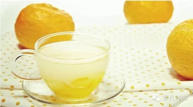 柠檬蜂蜜水的做法 蜂蜜如何美容 蜜蜂良种 深山土蜂蜜 进口蜂蜜排名