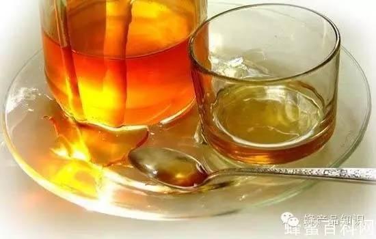 玫瑰蜂蜜茶 蜂蛹的作用与功效 蜂蜜柠檬水 哪里买真蜂蜜 毒蜜源植物