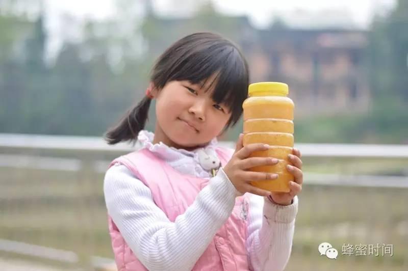 研究发现:喝蜂蜜可缓解儿童咳嗽