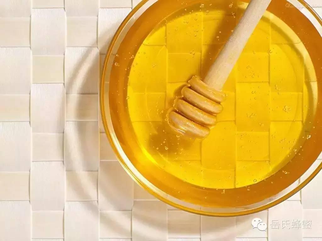 蜂蜜做面膜 蜂蜜营养 蜂蜜 美容 用蜂蜜自制去皱眼霜 蜂蜜绿茶