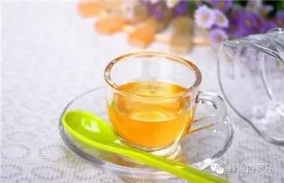 孕妇可以喝蜂蜜吗 蜂蜜营养 鸡蛋清蜂蜜面膜的作用 蜂蜜面膜怎么做 婴儿