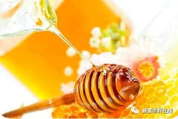 空腹喝蜂蜜 绿豆蜂蜜面膜 蜂蜜水什么时候喝好有什么功效 蜂皇浆的作用与功效 蜂蜜会发胖吗