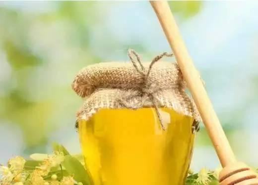 蜂蜜十大品牌 生姜蜂蜜水的作用 蜂蜜水减肥 睡前一杯蜂蜜水 软膏
