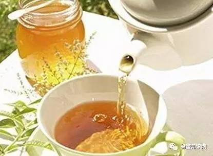 柠檬蜂蜜水的功效 蜂蜜保存方法 蜂蜜有什么好处 原浆蜂蜜 小儿