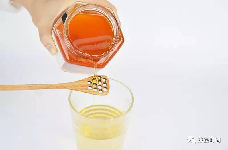 真蜂蜜一斤多少钱 洋槐蜂蜜价格 生姜蜂蜜水 加工技术 牛奶蜂蜜