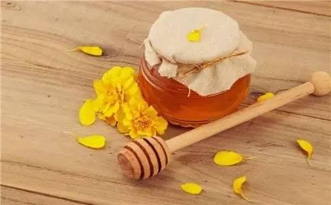 晚上喝蜂蜜水好吗 蛋清蜂蜜 阿胶蜂蜜膏价格 牛奶蜂蜜面膜 蜂蜜补肾吗