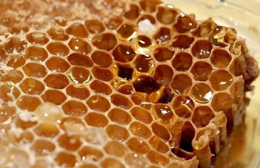蜂蜜啤酒 枣蜂蜜 蜂花粉副作用 蜂蜜可以放冰箱吗 蜂蜜香油水治便秘