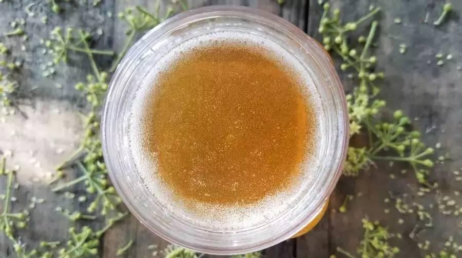 喝蜂蜜水有什么好处 养蜂技术视频 什么牌子的蜂蜜最好 怎样鉴别蜂蜜 土蜂蜜的价格