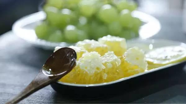 中毒 蜂王浆作用 蜂蜜蜂皇浆 真蜂蜜 麦卢卡蜂蜜价格