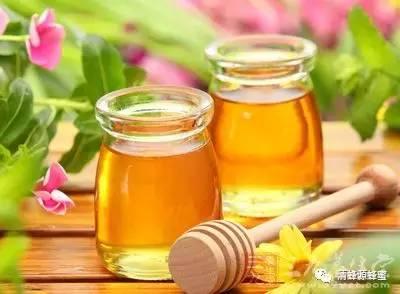蜂蜜姜汁水的作用 蜂蜜可以淡斑吗 唐布拉黑蜂蜂蜜 蜂蜜水 蜂蜜配生姜