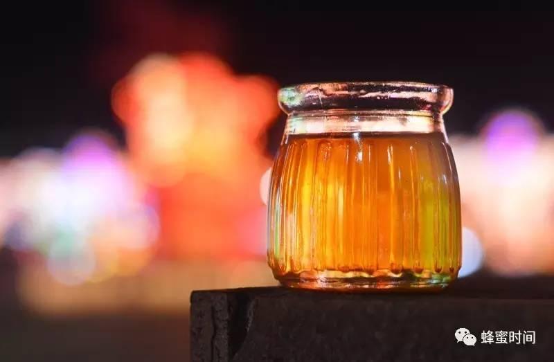 喝蜂蜜好吗 讲堂 蜂蜜柠檬水的功效与作用 研究 黑蜂蜜