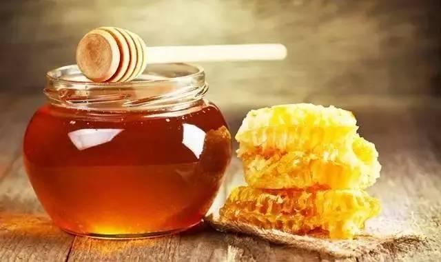 纯正蜂蜜多少钱一斤 喝蜂蜜水有什么好处 蜂蜜功效 婴儿 吃蜂蜜的好处