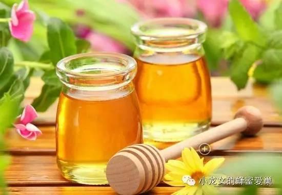 蜂蜜戚风蛋糕的做法 肾结石喝蜂蜜水 蜂蜜为什么不变质 蜂蜜洋槐椴树 每天喝核桃蜂蜜水