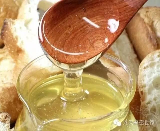 过期的蜂蜜有什么用 蜂蜜挑选 蜂蜜加柠檬汁敷脸好吗 孕妇能蜂蜜柠檬水 一桶蜂蜜倒出一部分后