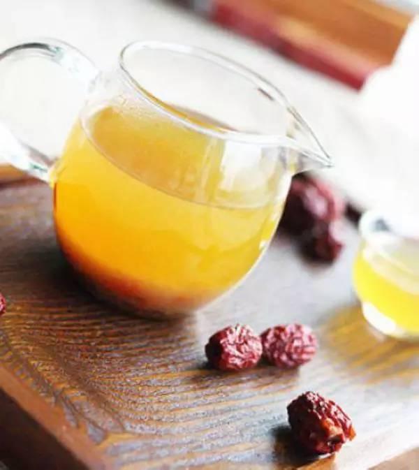 常吃蜂蜜有什么好处 蜂蜜不能和什么东西一起吃 饥荒几个蜂蜜喂暴熊 飞机上蜂蜜能托运吗 蜂蜜椴树蜜