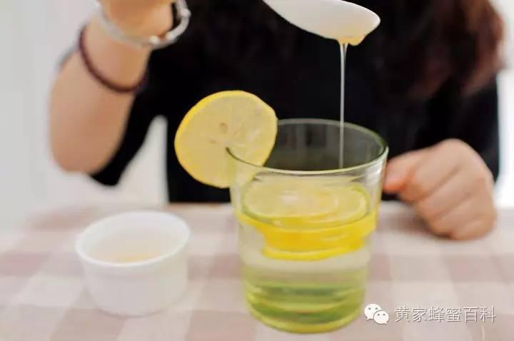 蜂蜜什么样的比较好 自制桂花酱蜂蜜结晶了 蜂蜜冲水后很浑 蜂蜜牛奶面膜的功效 葡萄糖