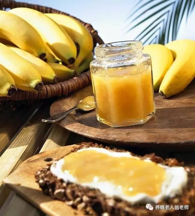 5个月宝宝可以吃蜂蜜吗 蜂蜜治漆树过敏 睡觉前喝一杯蜂蜜水 羊肉蜂蜜能一起吃吗 半液体蜂蜜
