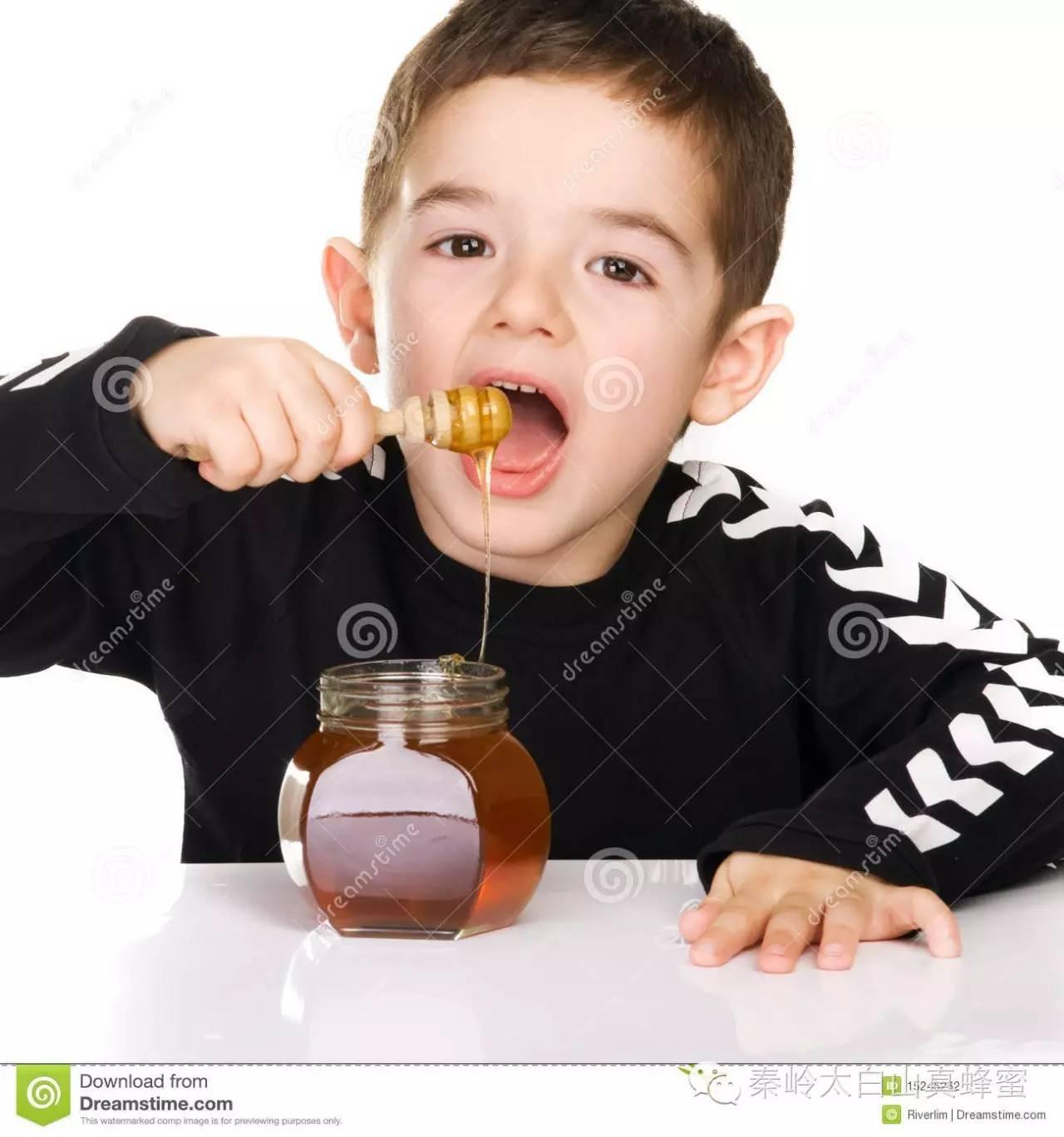 女人常喝蜂蜜水不好 柠檬腌蜂蜜比例 东北黑蜂蜂蜜价格 哪种牌子的蜂蜜最好 三七粉加蜂蜜面膜