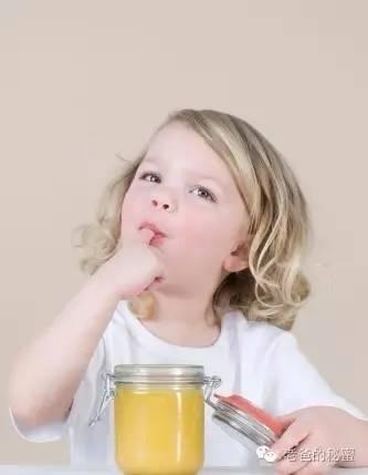 蜂蜜治唇炎 麦卢卡蜂蜜孕妇能吃吗 蜂蜜水禁忌 醋和蜂蜜能减肥吗 2岁半能喝蜂蜜水吗