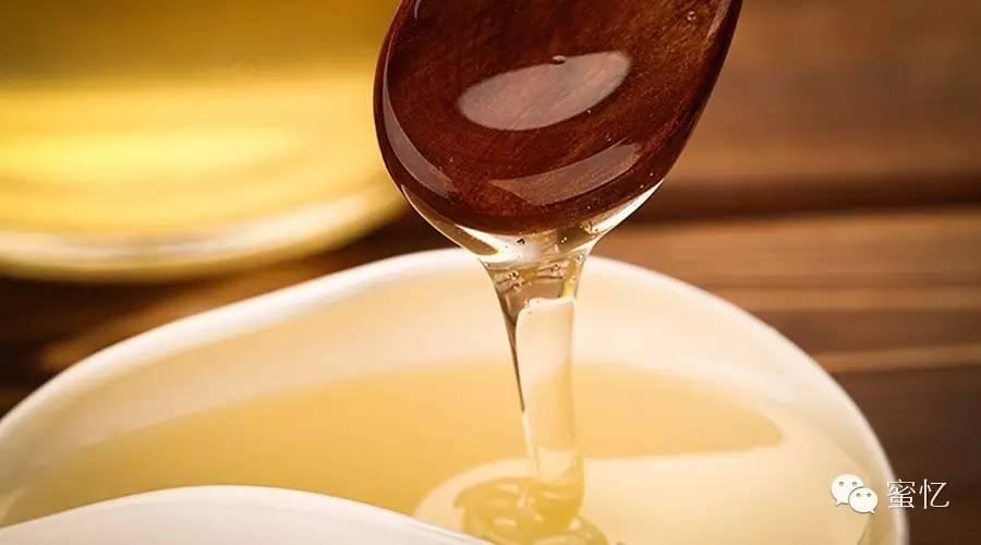 怎么分别蜂蜜 蜂蜜货源 蜂蜜涂口腔溃疡很疼 喝蜂蜜水的10大禁忌 糖尿病吃蜂蜜可以吗