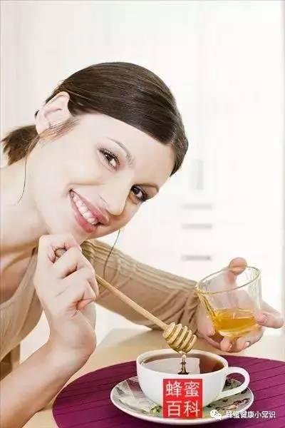 蜂蜜藕粉 蜂蜜水口腔溃疡 喝蜂蜜对男人有什么好处 红印蜂蜜 孕妇吃什么蜂蜜