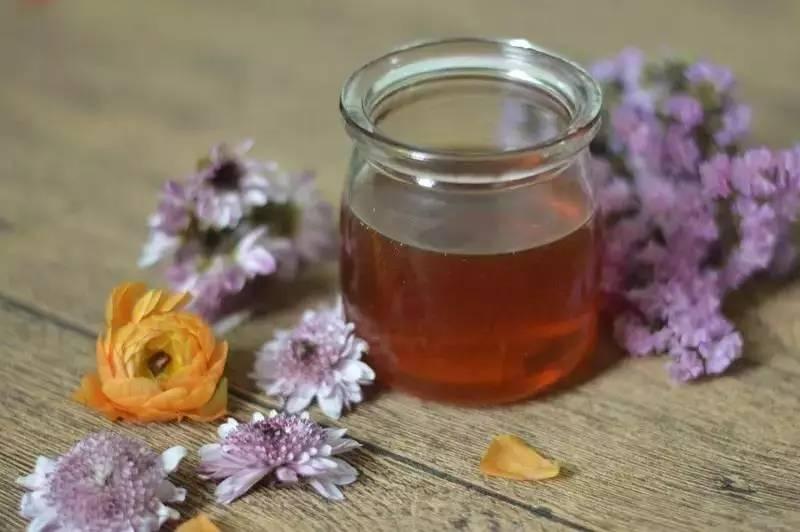 吃羊肉后可以吃蜂蜜么 蜂蜜检验方法 西洋参加蜂蜜 十个月的宝宝能喝蜂蜜吗 蜂蜜渠道