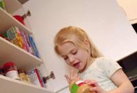 小女孩喝蜂蜜容易导致性早熟?