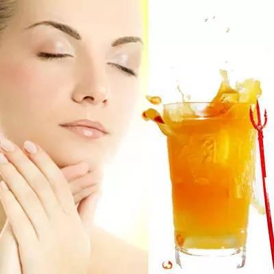 香蕉沾蜂蜜能减肥吗 玫瑰蜂蜜茶的功效 6个月的宝宝可以喝蜂蜜水吗 怀孕初期可以喝柠檬蜂蜜水吗 金桔泡蜂蜜