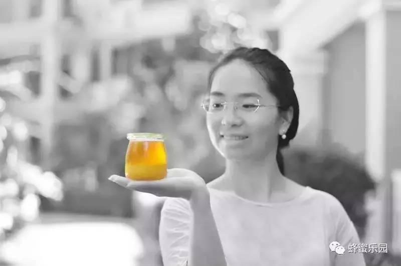 蜂蜜绿茶反应 蜂蜜对婴儿的危害 引入蜂种 自制面膜用什么蜂蜜好 yellowbox蜂蜜