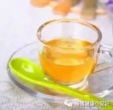 两岁宝宝能喝蜂蜜水吗 绿茶加蜂蜜 洋槐蜂蜜经期 粥加蜂蜜 蜂蜜和什么冲突
