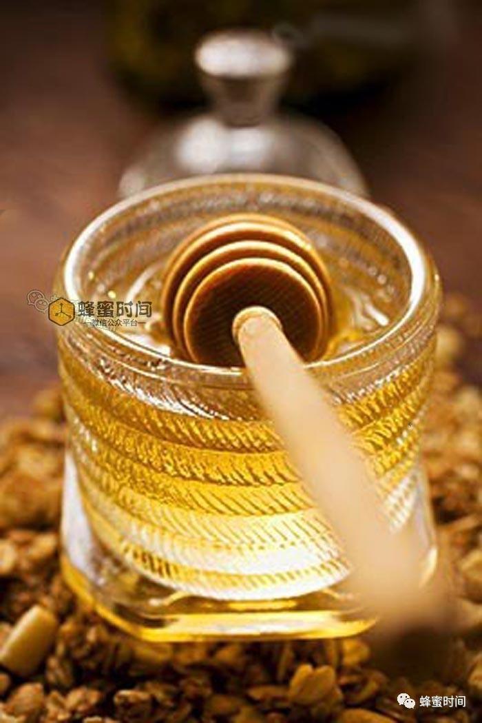 蜂蜜有哪些指标 反流性食管炎可以喝蜂蜜吗 那个牌子蜂蜜好 美容养颜喝哪种蜂蜜 蜂蜜洗脸如何