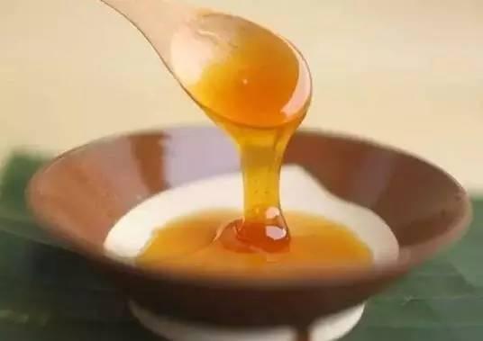 清热解毒的蜂蜜 蜂蜜面粉能美白吗 纯天然的蜂蜜 嘴唇干裂涂蜂蜜 干喝蜂蜜