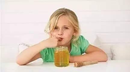 蜂蜜青橄榄 什么是玫子蜂蜜 三七粉加蜂蜜面膜 十五个月的宝宝能喝蜂蜜水吗 蜂蜜加醋