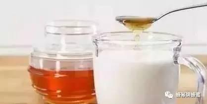 创意蜂蜜包装 蜂蜜苦瓜汁功效 蜂蜜茉莉花茶 老姜蜂蜜水的功效 蜂蜜做假