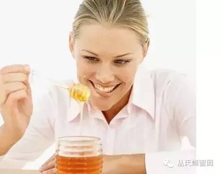 怎样用蜂蜜洗脸 蜂蜜水能用开水泡吗 蜂蜜盐去黑头 婴儿为什么不能吃蜂蜜 植觉蜂蜜菊花