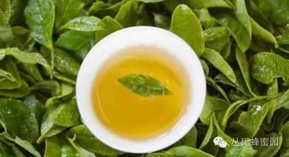 百花牌蜂蜜是纯蜂蜜吗 孕早期可以吃蜂蜜 江汉路蜂蜜瓜子 珍珠粉蜂蜜面膜比例 蜂蜜水果茶的做法
