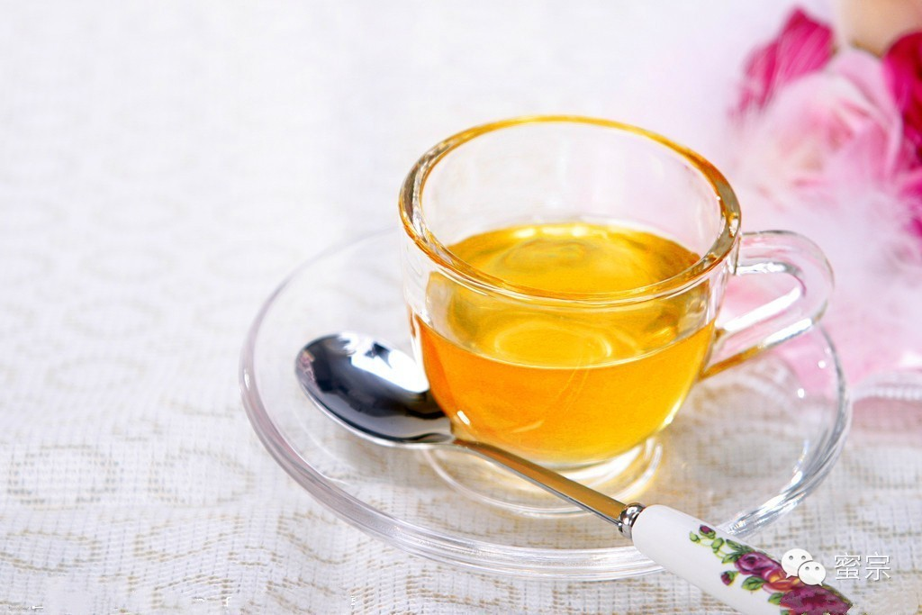 蜂蜜怎么白色的还有沙 蜂蜜最主要的成分 槐花蜂蜜的作用 豆角蜂蜜 蜂蜜水可以解酒吗