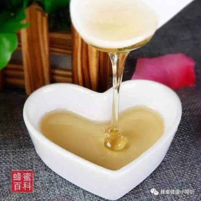 蜂蜜的食用方法 两个月宝宝可以喝蜂蜜吗 蜂蜜中的维生素 怎么分别真假蜂蜜 蜂蜜养胃的吗