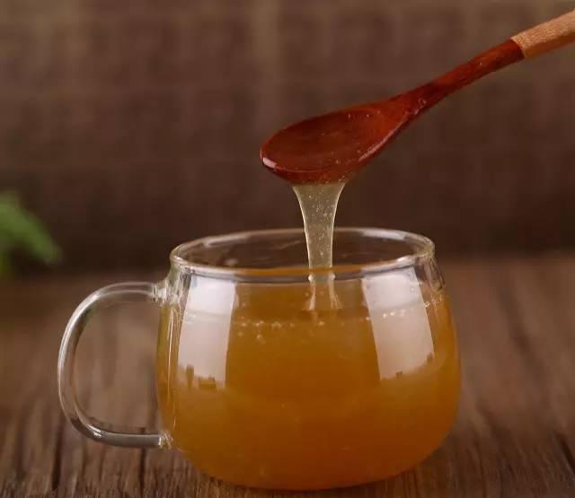 发酵后的蜂蜜能吃吗 麦卢卡蜂蜜美国 蜂蜜减肥有用吗 蜂蜜和姜能去斑吗 蜂蜜水喝起来有点臭