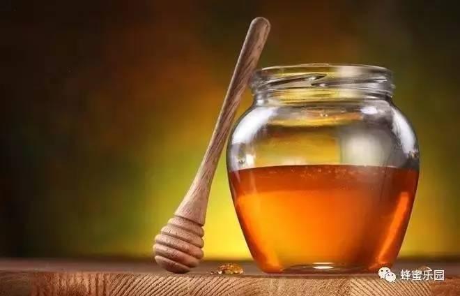 牛奶蜂蜜敷脸 蜂蜜怎样美容美白 梦见只蜂蜜 冬天怎么辨别蜂蜜真假 用蜂蜜洗脸